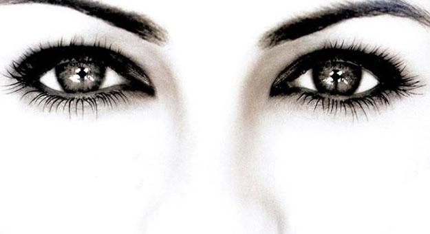 صورة مكياج عيون بالخطوات , ما هى طريقة وضع مكياج العيون 2394
